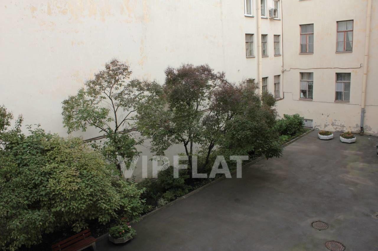Продажа элитных квартир Санкт-Петербурга. Румянцевская площадь, 2 Внутренний закрытый двор, где возможна парковка машины