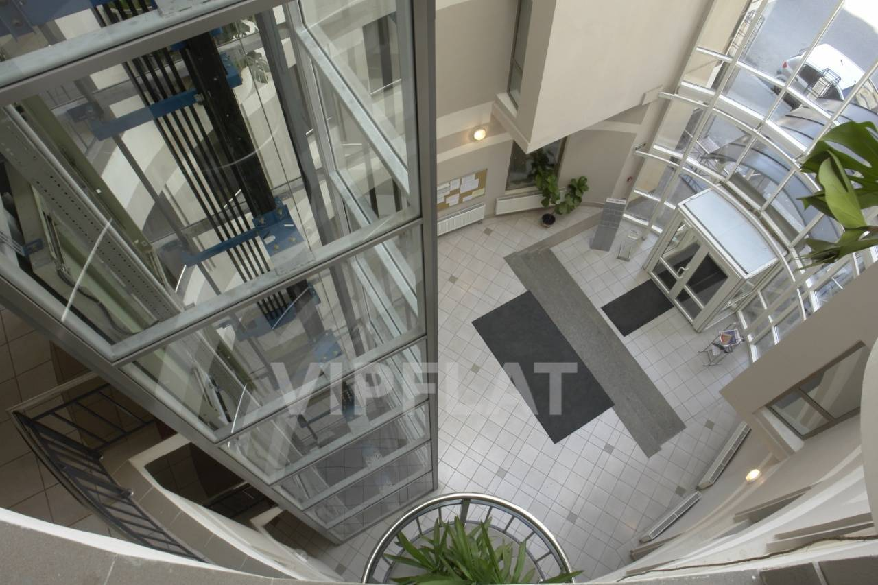 Продажа элитных квартир Санкт-Петербурга. Конная ул., 14 Центральная парадная