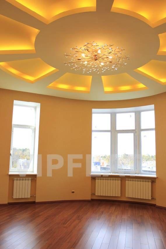 Продажа элитных квартир Санкт-Петербурга. Композиторов, 4 Полукруглая гостиная с большими окнами