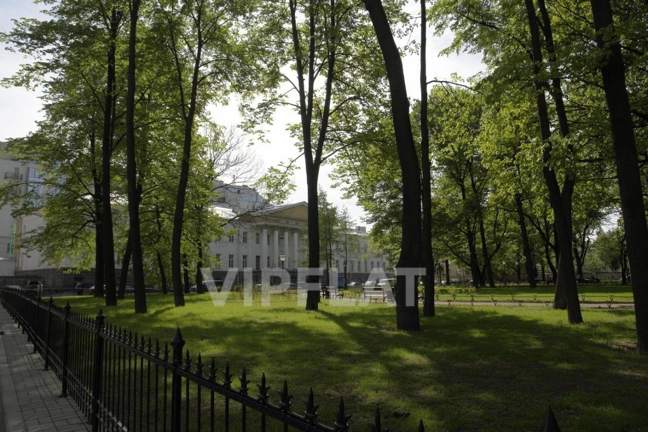 Продажа элитных квартир Санкт-Петербурга. Парадная ул., 3 к. 2 Вид на корпус из Таврического сада