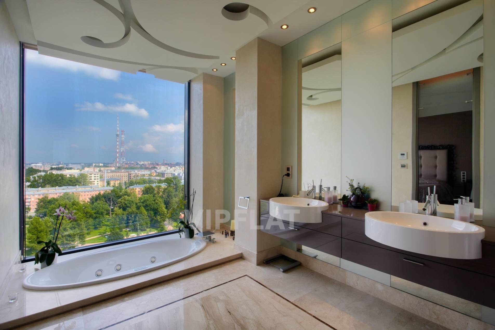 Продажа элитных квартир Санкт-Петербурга. Песочная наб., 12 Ванная с панорамным окном
