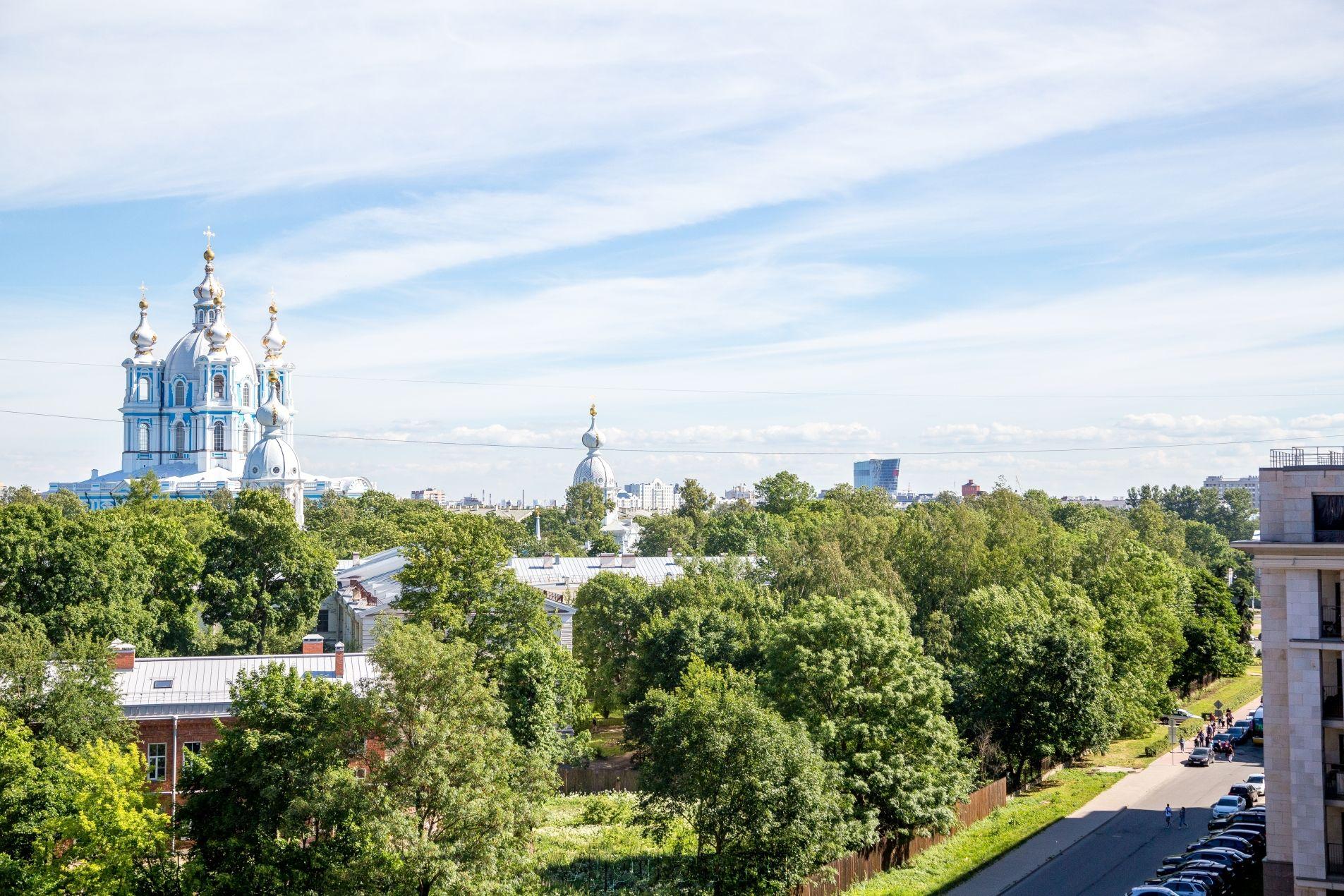 Продажа элитных квартир Санкт-Петербурга. Орловская ул, 1 Смольный собор из Ваших окон