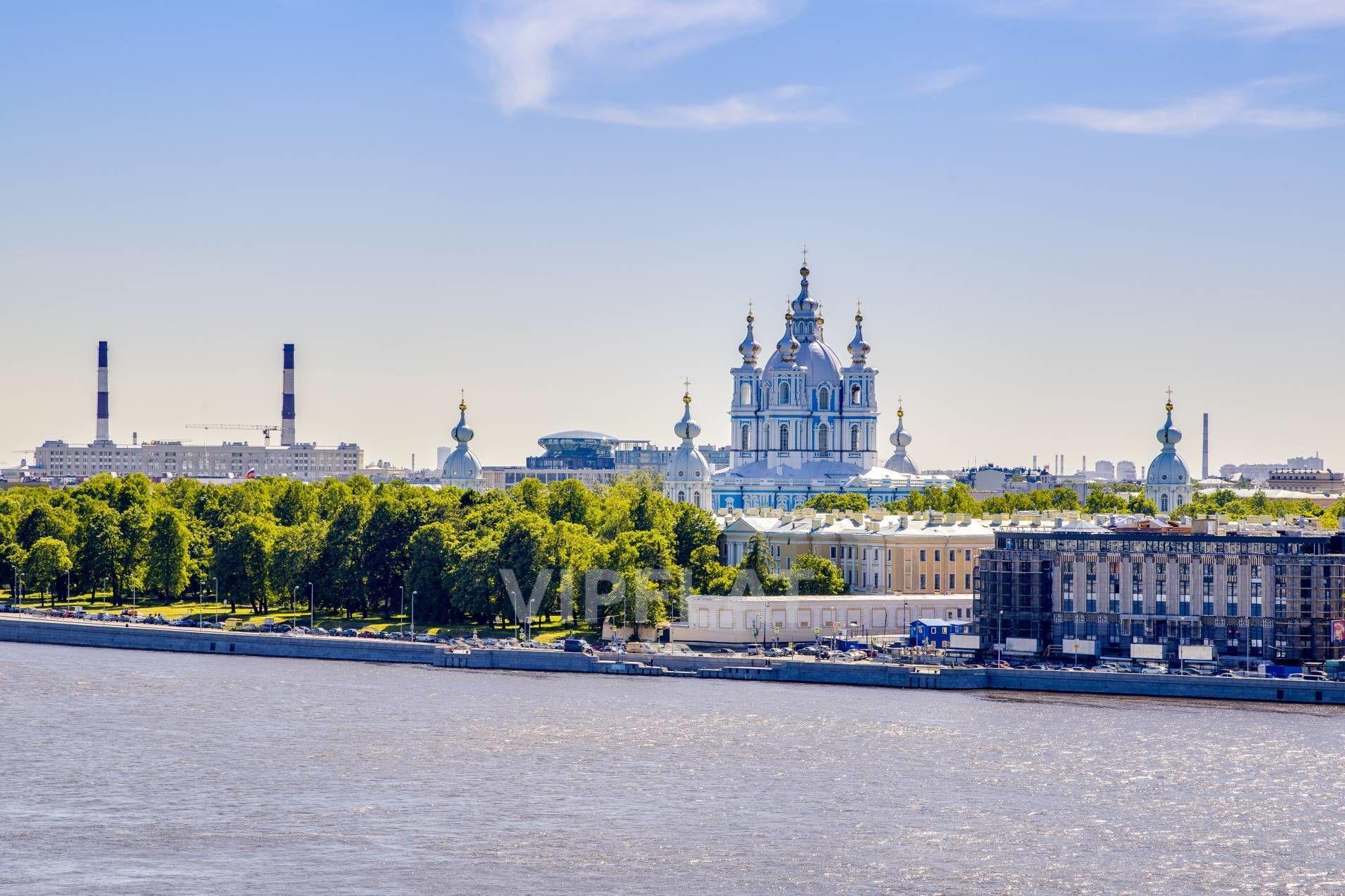 Продажа элитных квартир Санкт-Петербурга. Пискаревский пр., 1 Смольный собор напротив
