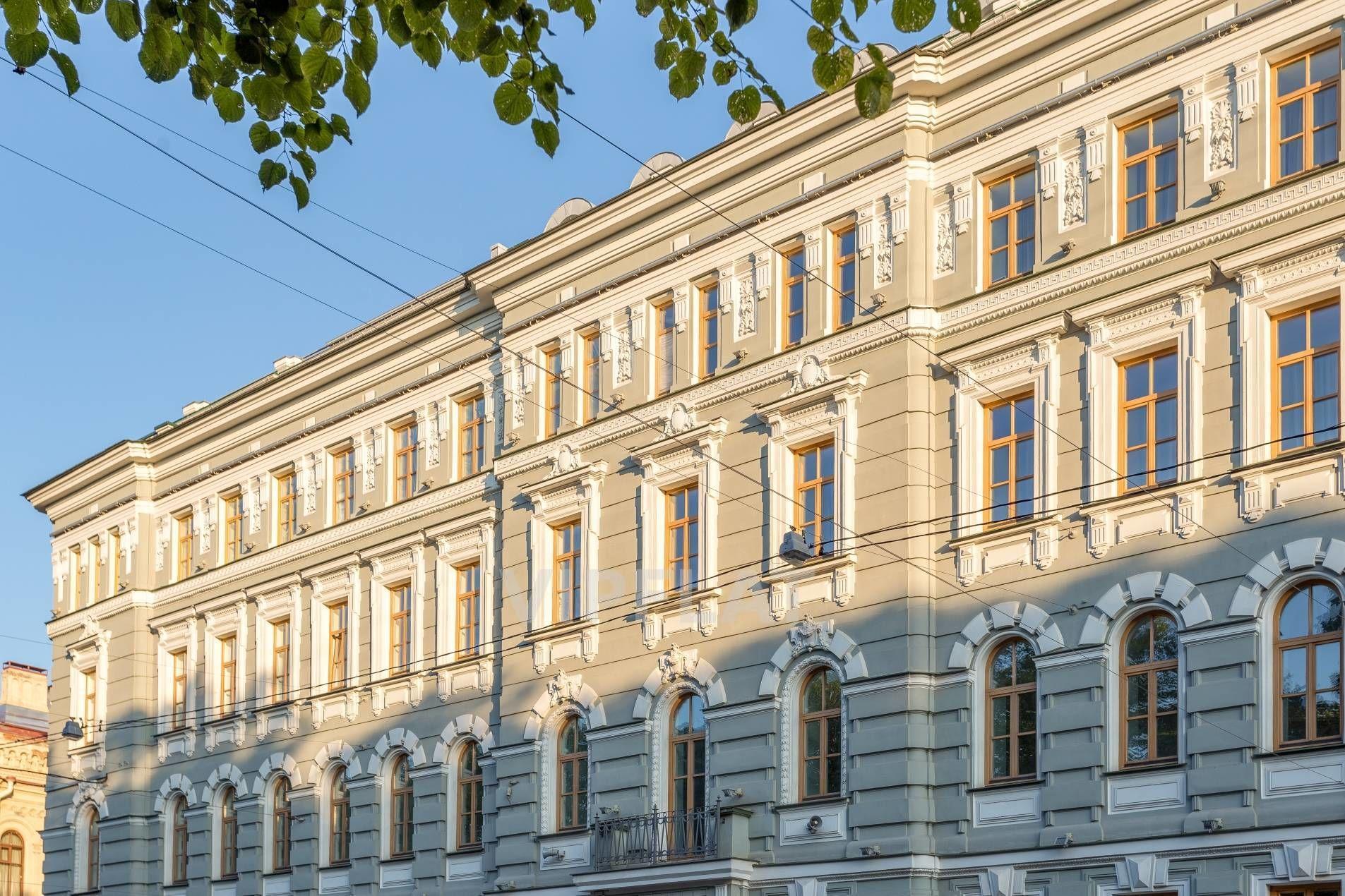 Продажа элитных квартир Санкт-Петербурга. Конногвардейский бул., 5 Фасад выполнен в классическом стиле